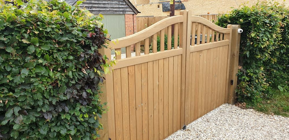 LOVELY SOFTWOOD GATES WITH BFT ON GATE AUTOMATION