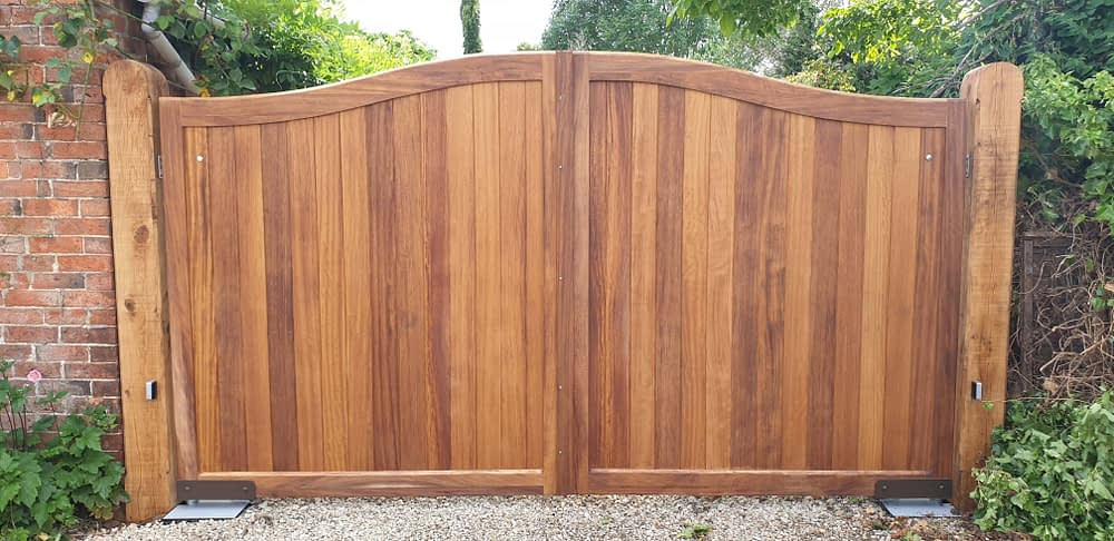 HARDWOOD DOME TOPPED GATES WITH OAK POSTS WITH UNDERGROUND GATE AUTOMATION